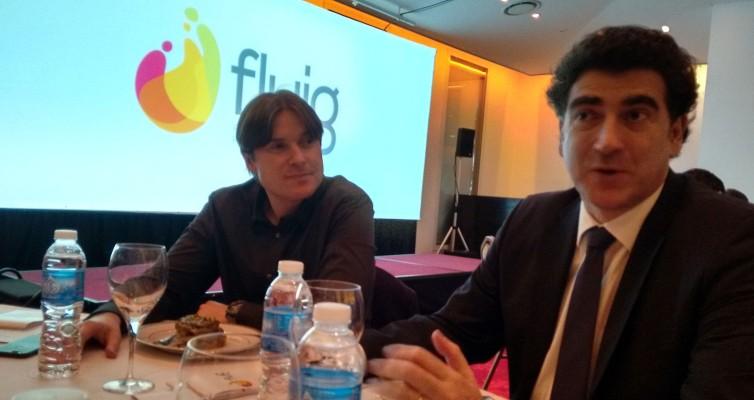 Gilmar Hansen y Fernando Bayá conversan con la mesa antes de la presentación formal