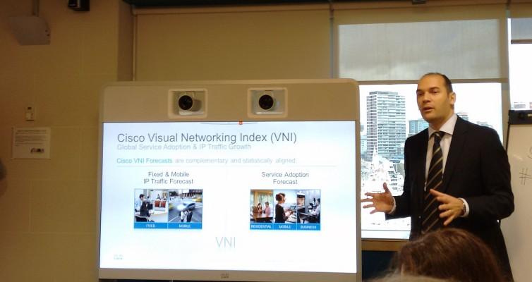 Mientras hace ostentación de nuevo equipamiento con cámaras 4k, Gonzalo Valverde explica algunos resultados del último Cisco VNI.
