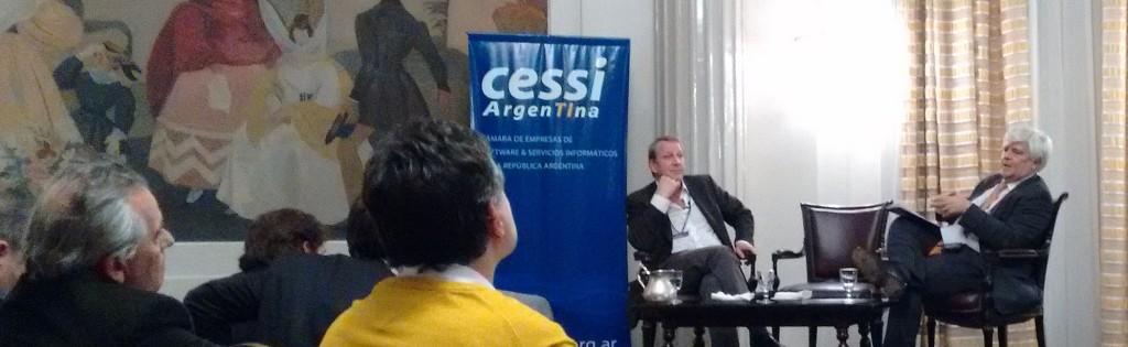 Pepe Louzao (der.) hace sonar los reclamos de la industria mientras Carlos Pirovano (izq.) escucha atentamente