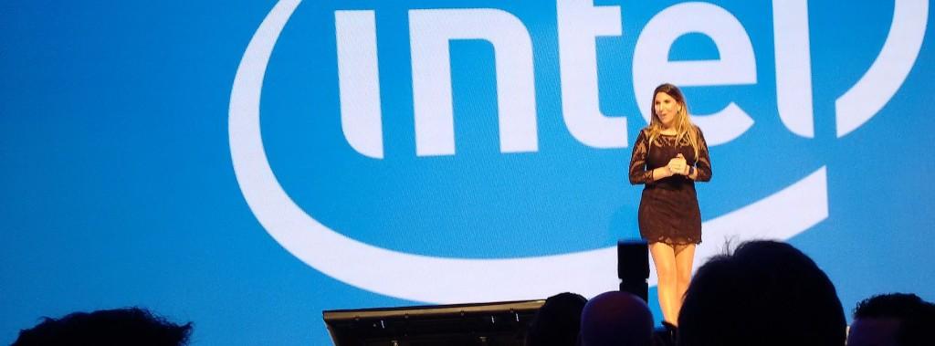 Con un notable aplomo, Lorena Zicker dio un discurso breve pero contundente acerca de la apuesta de Intel en la Internet de las cosas