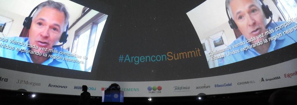 Kirk Laughlin (Titular de Nearshore Americas) describió desde Estados Unidos, la situación mundial y las oportunidades para países como Argentina, desde la cúpula del Planetario.