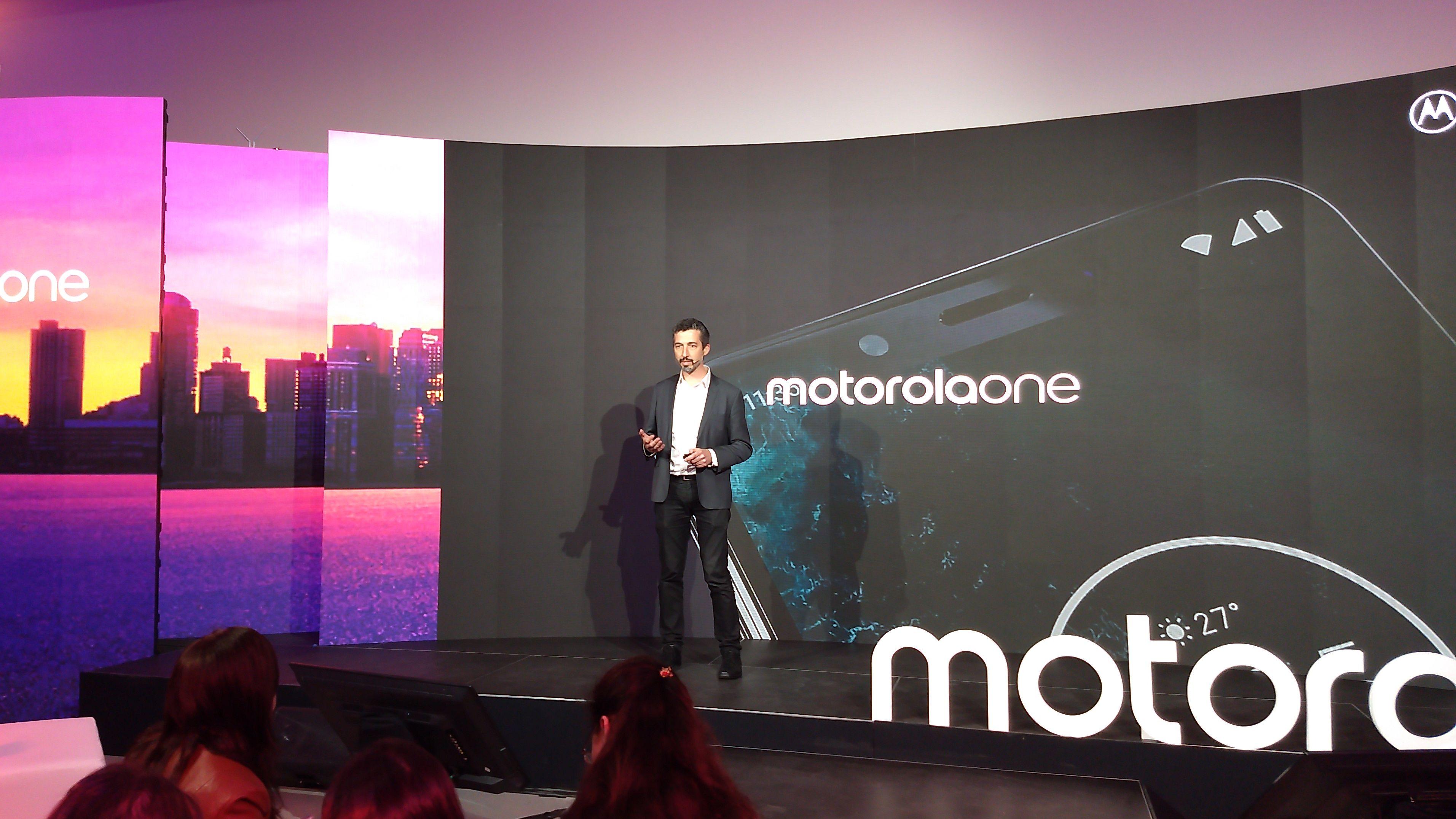 Motorola One: el octavo del año